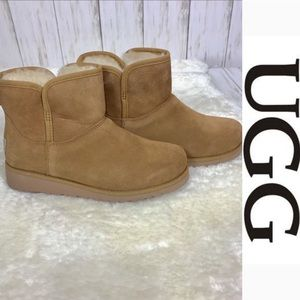 UGG GIRLS BOOTS  (NEW)